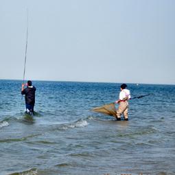 """2922 - למרות מזג האויר הסוער התקיימה, התחרות הבינלאומית לדייג ספורטיבי"""", בכינרת."""
